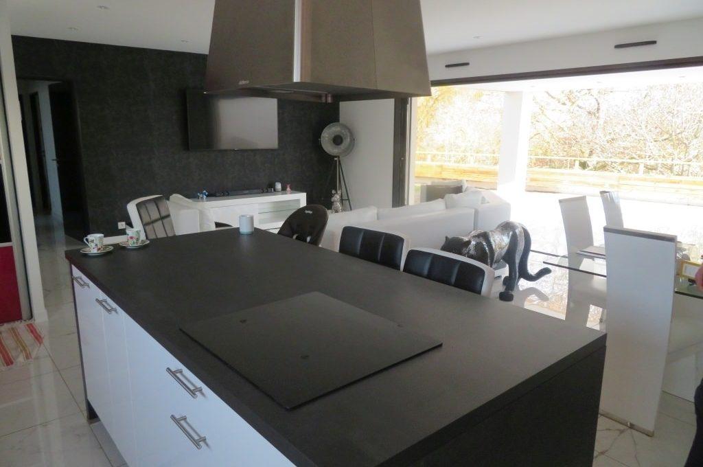 is14-maison-lavernose-cuisine-salon