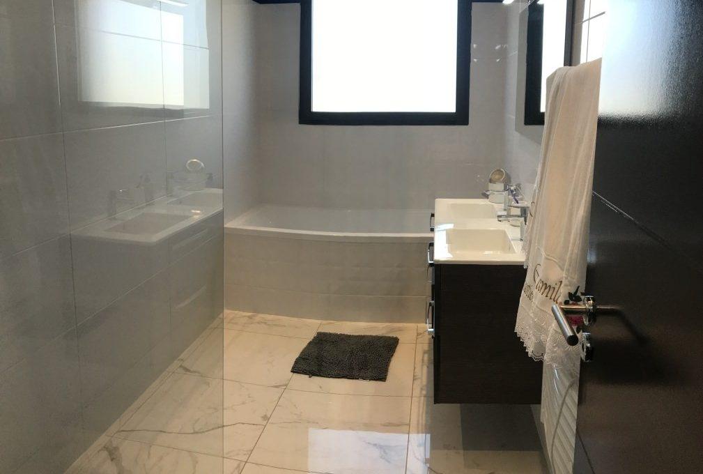 is14-maison-lavernose-salle-de-bain