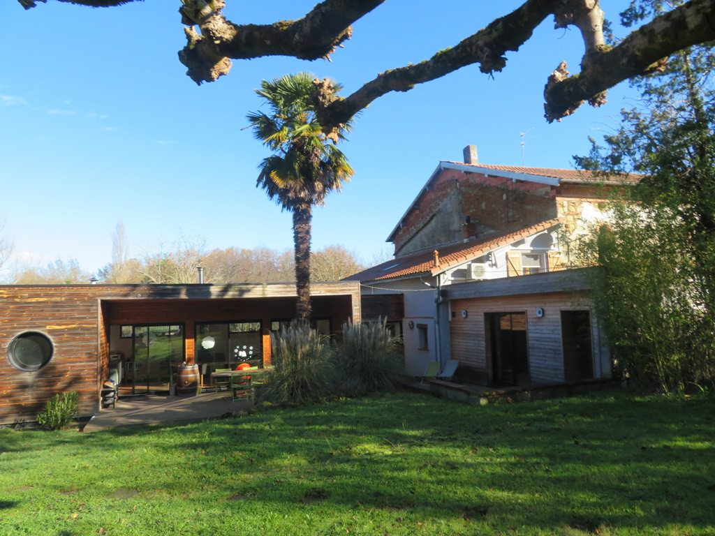 Proche Monblanc / Sabonnères, maison atypique T6