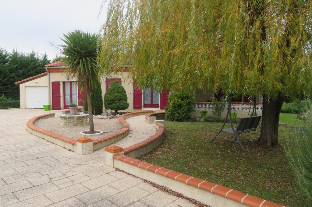 is-003-maison-st lys-facade