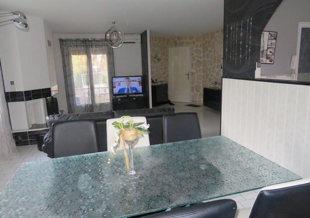 is-003-maison-st lys-salle à manger-vue-entree (2)