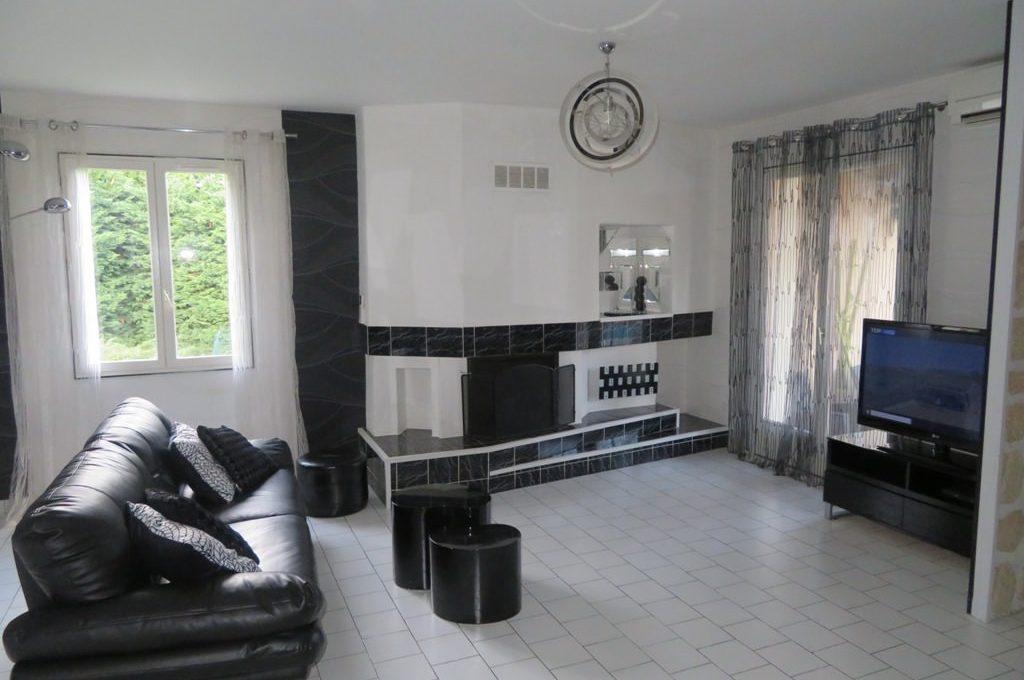 is-003-maison-st lys-salon-cheminee