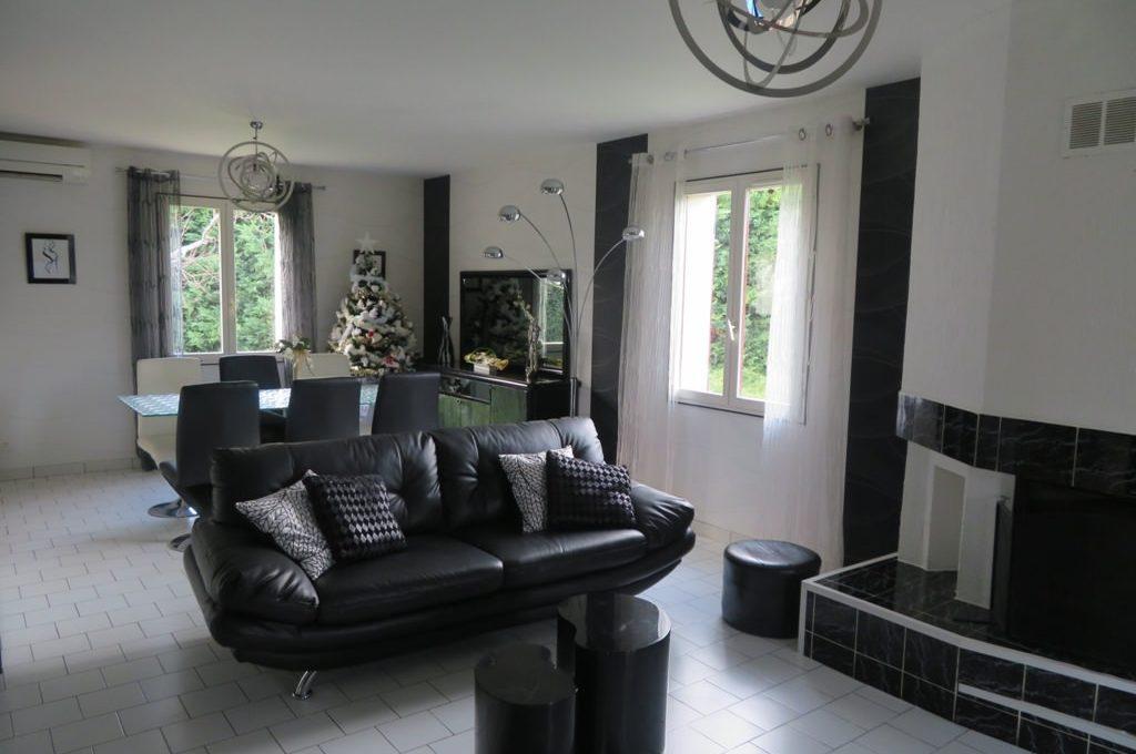 is-003-maison-st lys-salon- cheminee