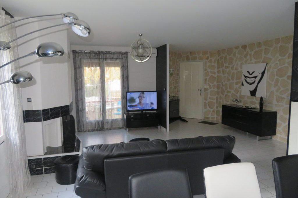 is-003-maison-st lys-salon-cheminee (2)