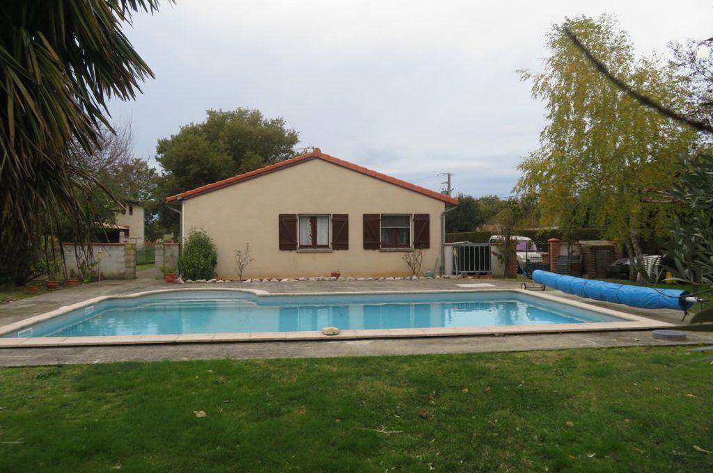 is-008-maison-secteur-rieumes-facade-cote-piscine