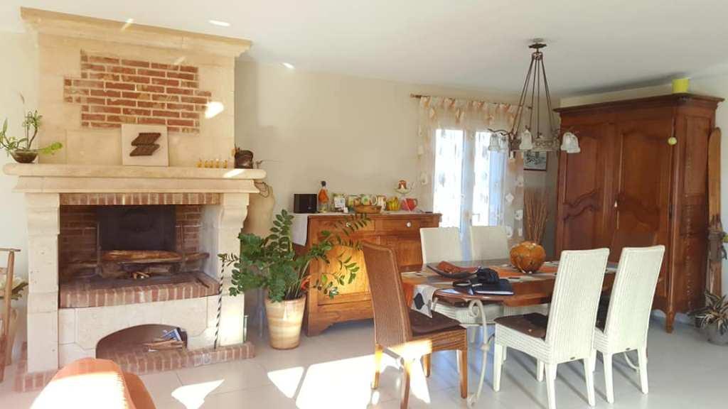 is-013-maison-le-fousseret-cheminee-2