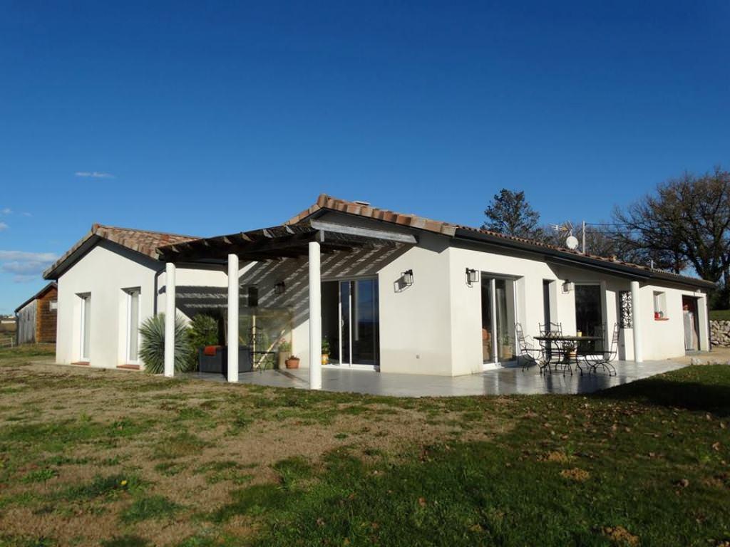 A 5 mn du Pouy de Touges, superbe vue sur les Pyrénées, villa T4, 123 m² hab., sur 2500 m².