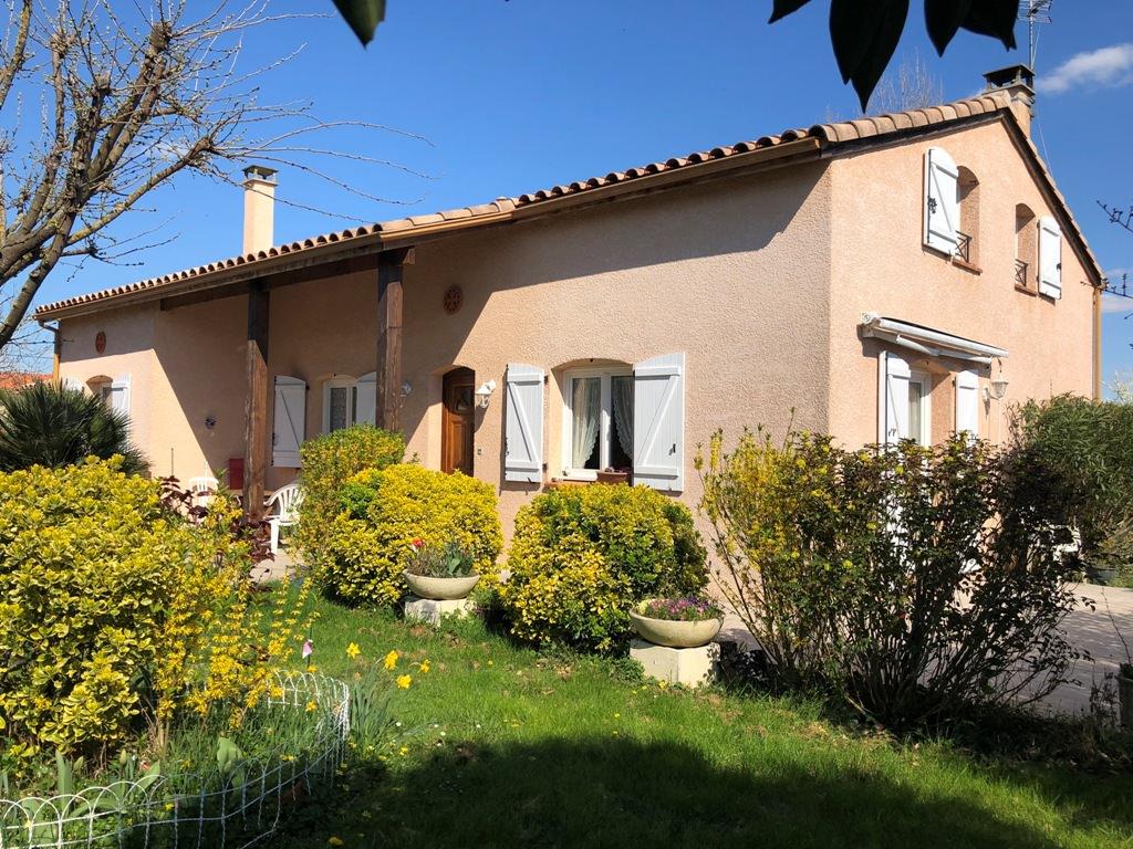 Canton de Rieumes, (7 km), villa T3, 105 m² hab. plus combles, sur 1450 m² de terrain.