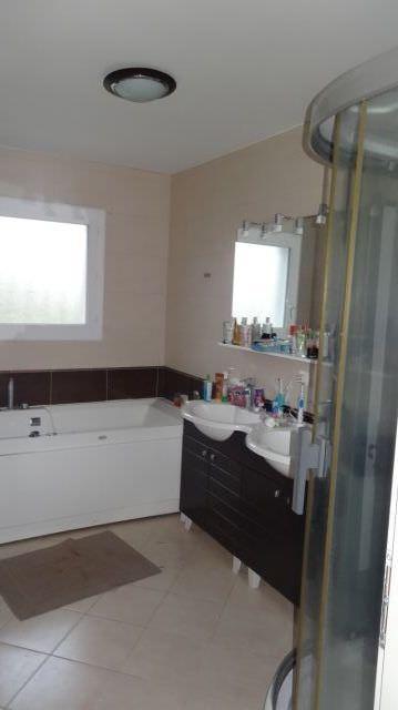 is-025-maison-canton-rieumes-salle-de-bains