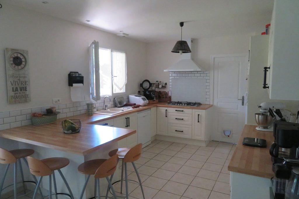 is 017 maison rieumes centre villa cuisine 2