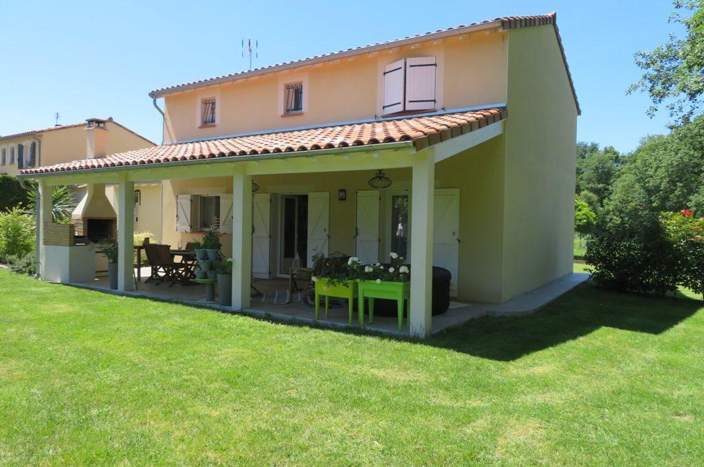 is 017 maison rieumes centre villa facade extérieur