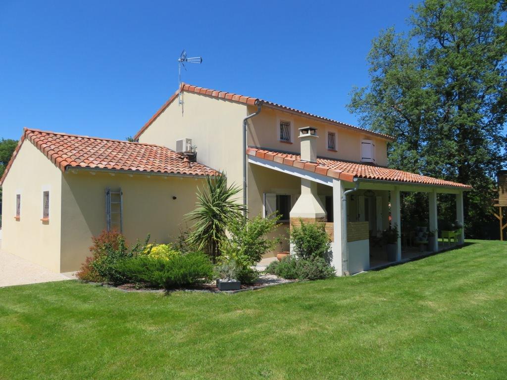 Rieumes, Proche Centre, villa T5, 137 m² hab. sur 950 m² de terrain.