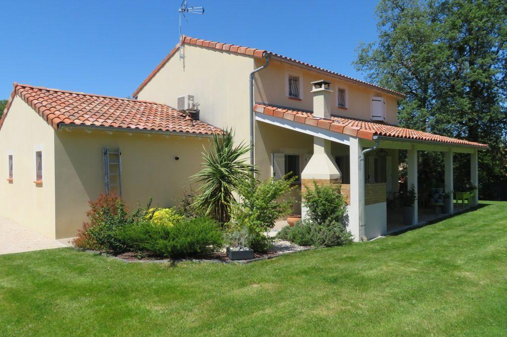 is 017 maison rieumes centre villa facade exterieure 2