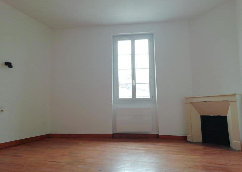 ss 110 appartement T2 centre rieumes chambre 1