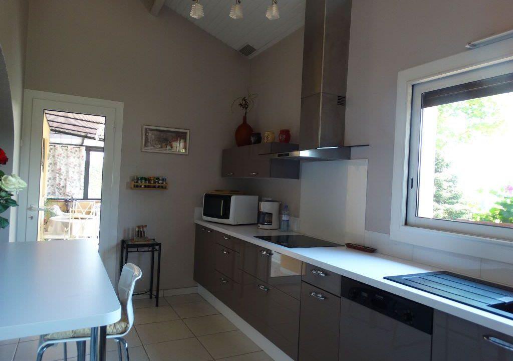 is 006 villa canton de rieumes cuisine