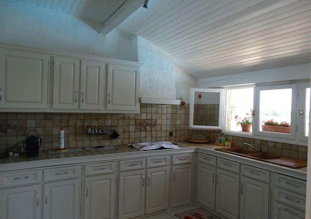 is 006 villa canton de rieumes cuisine dété 2