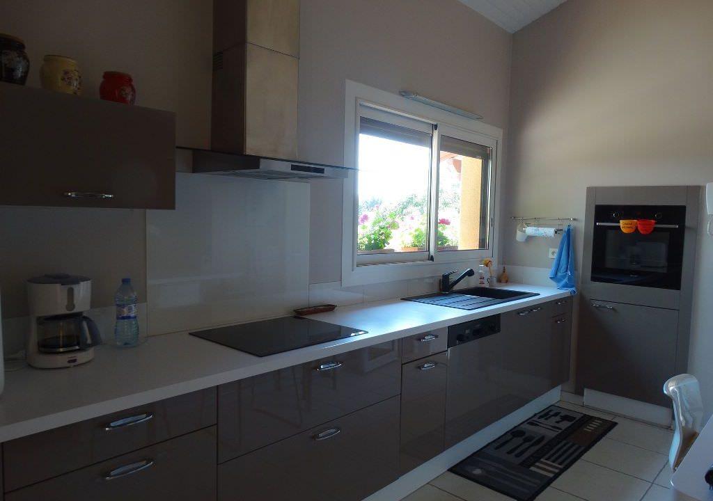 is 006 villa canton de rieumes cuisine2