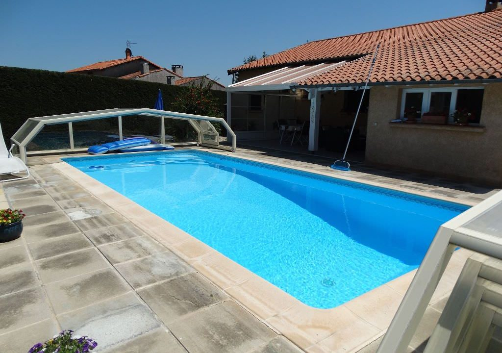 is 006 villa canton de rieumes piscine 3