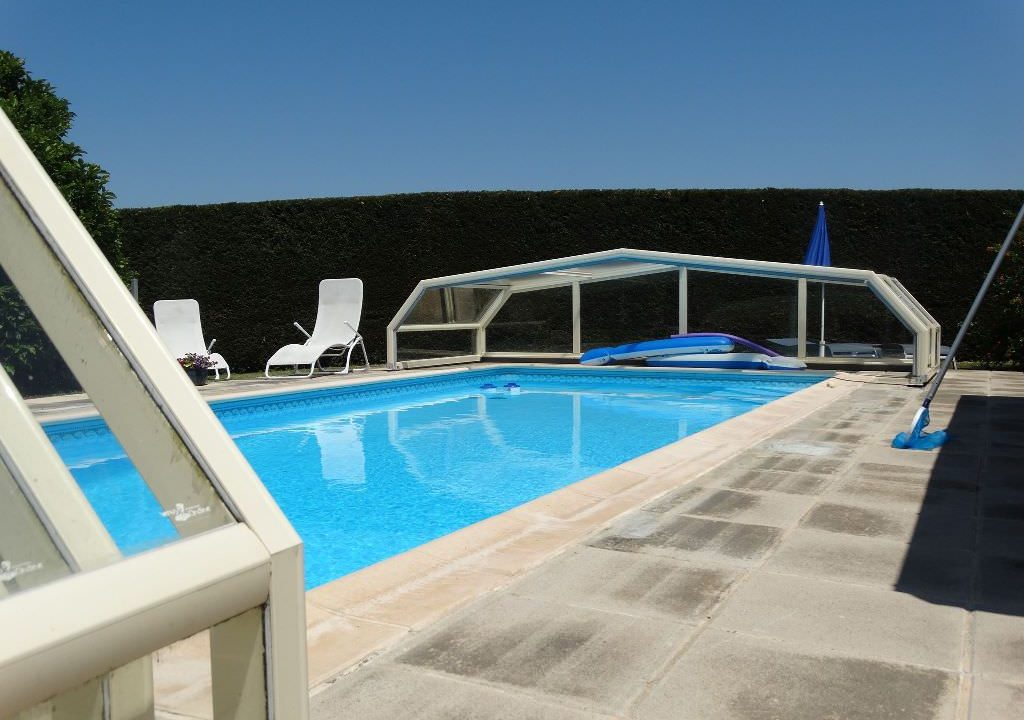 is 006 villa canton de rieumes piscine seule