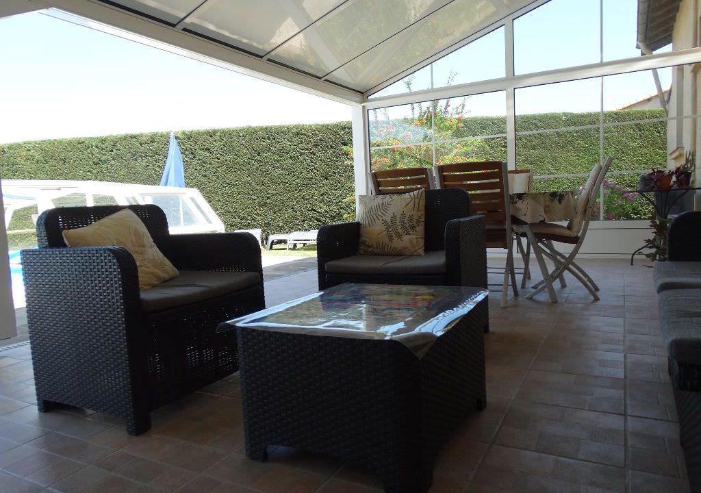 is 006 villa canton de rieumes veranda 2