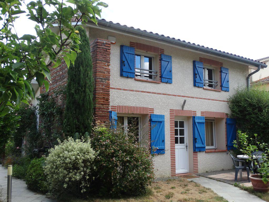 Bérat, Coup de Coeur, maison de village rénovée 120 m² hab. sur 1055 m² de terrain.