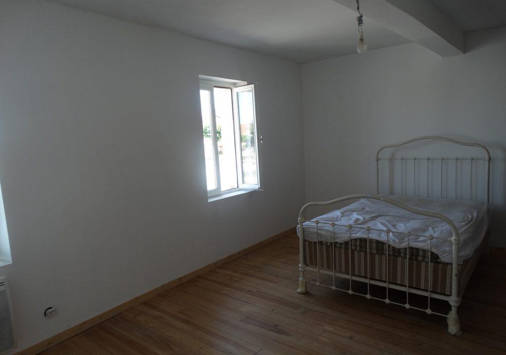 is 030 maison de village chambre 2