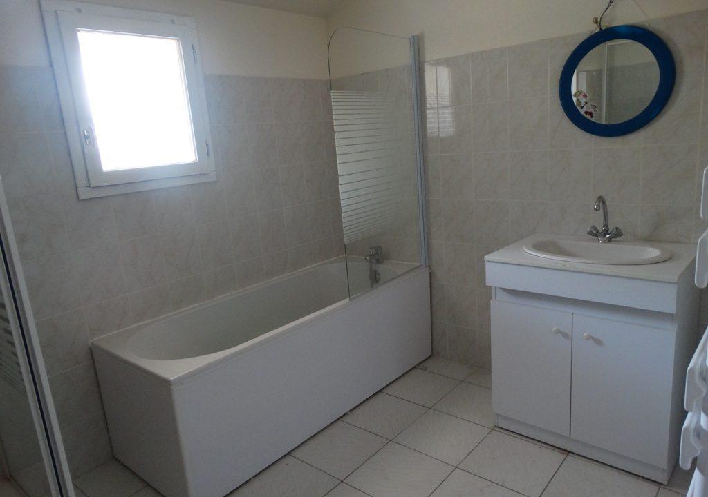 is 030 maison de village rieumes salle de bains