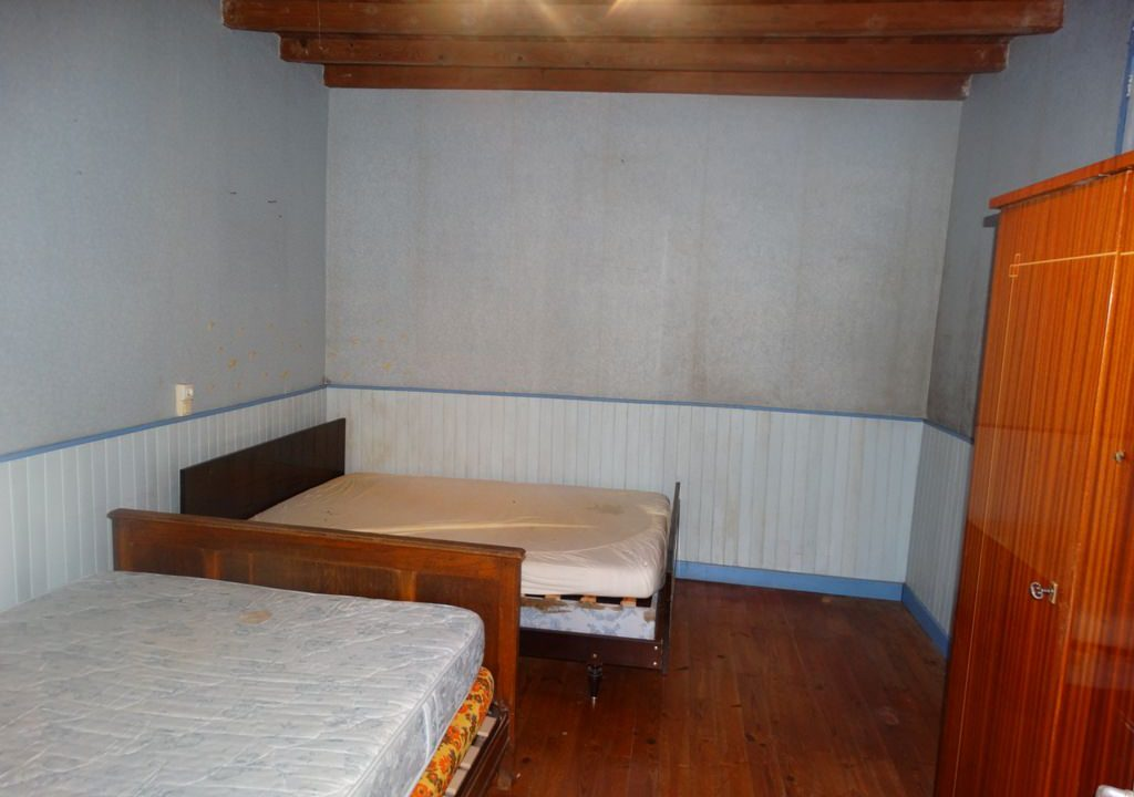 is 023 ferme hectares a renover chambre 1