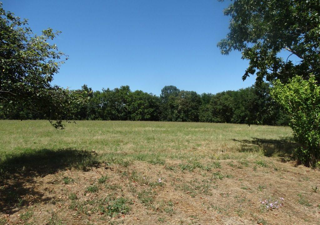 is 023 ferme hectares a renover facade vue terrain 1