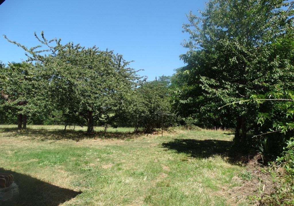 is 023 ferme hectares a renover jardin 1