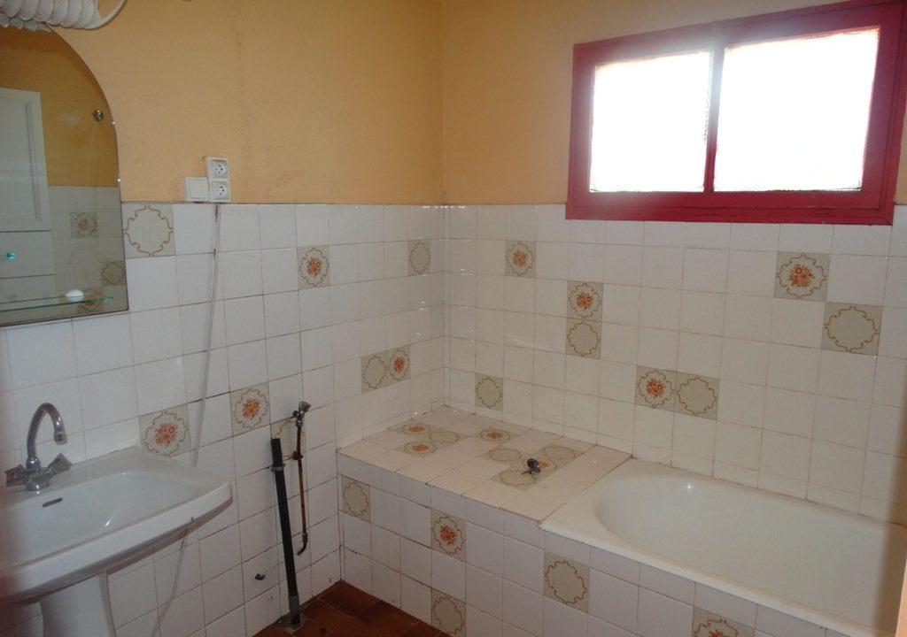 is 023 ferme hectares a renover salle de bains 1