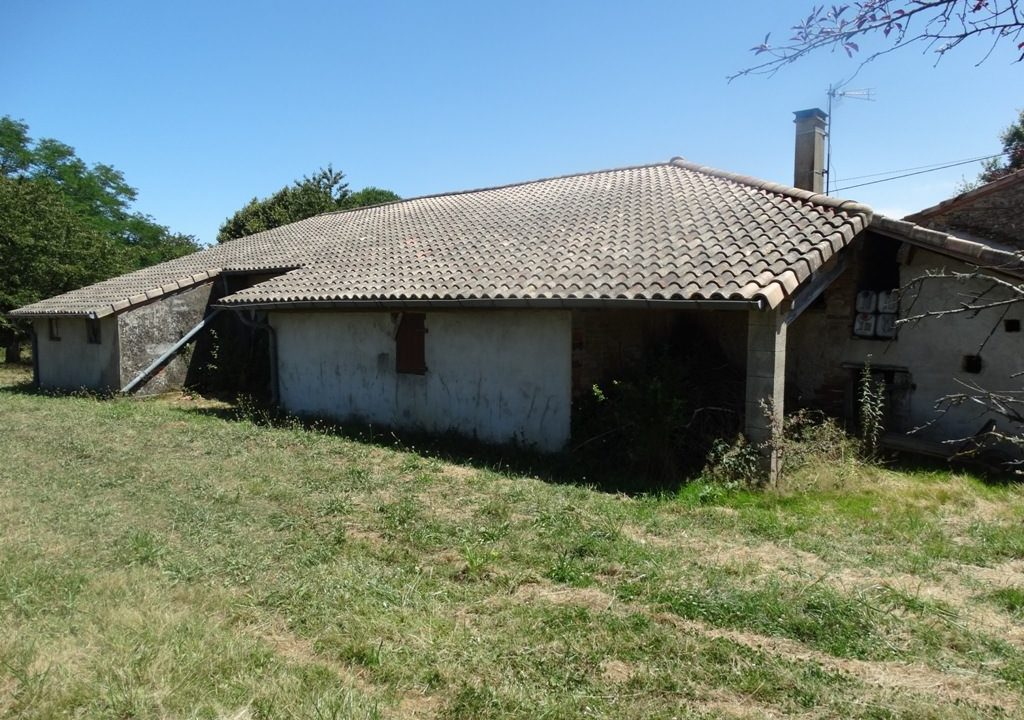 is 023 ferme hectares a renover vue toiture 1