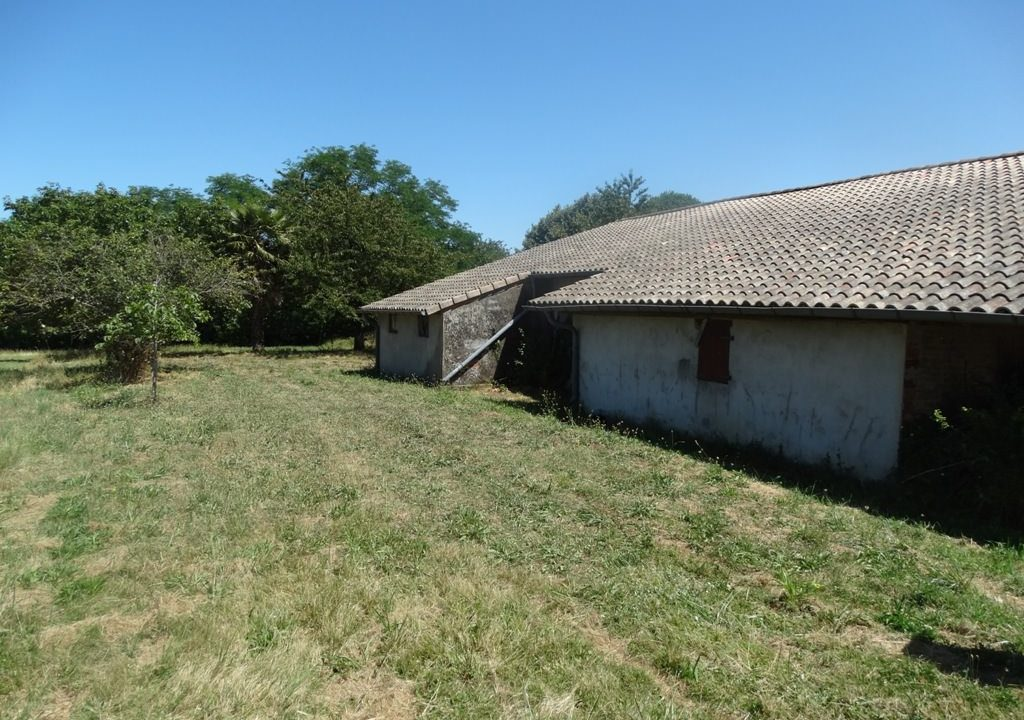 is 023 ferme hectares a renover vue toiture 2 1