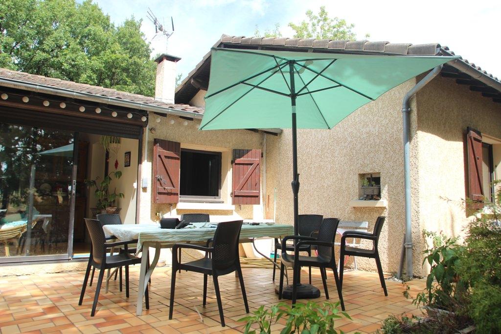 is 003 villa rieumes terrasse cote