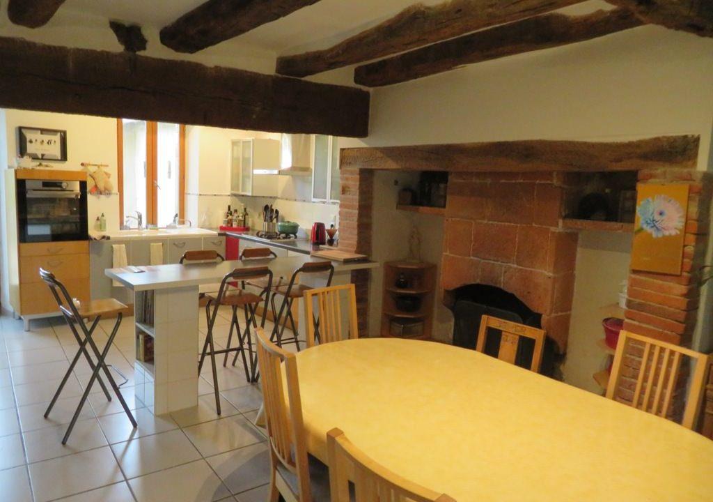 is 005 ferme st lys jardin vue sur les pyrenees calme cuisine cheminee