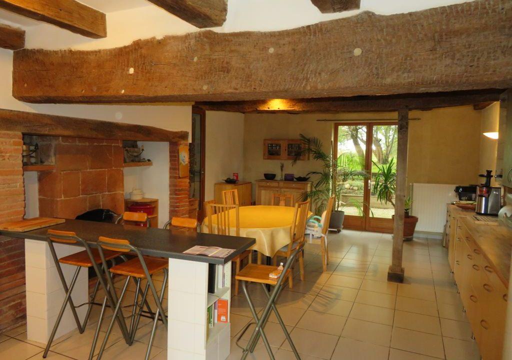 is 005 ferme st lys jardin vue sur les pyrenees calme cuisine2