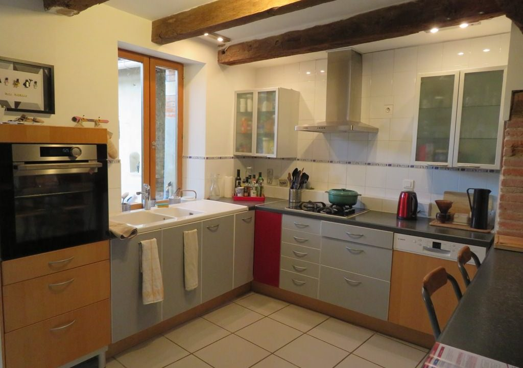 is 005 ferme st lys jardin vue sur les pyrenees calme cuisine3