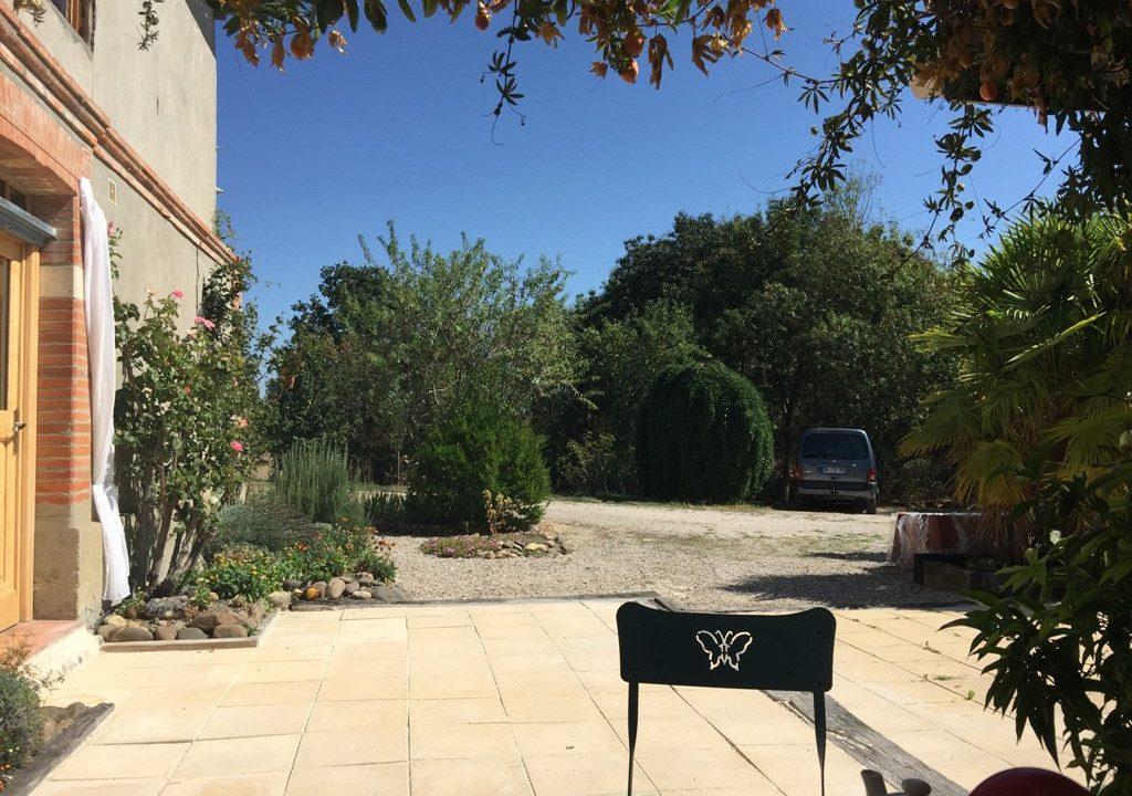 is 005 ferme st lys jardin vue sur les pyrenees calme terrasse