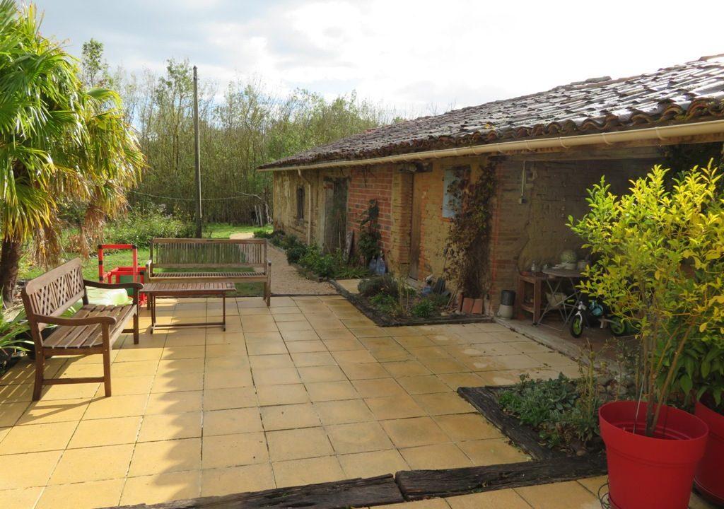 is 005 ferme st lys jardin vue sur les pyrenees calme terrasse 2