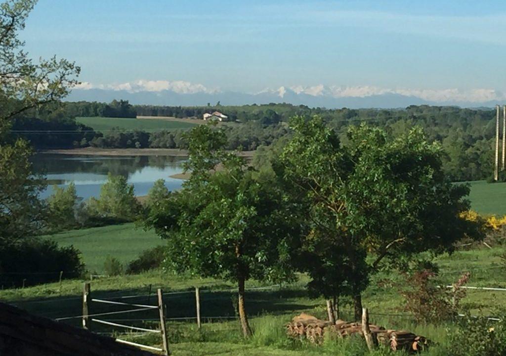 is 005 ferme st lys jardin vue sur les pyrenees calme vue