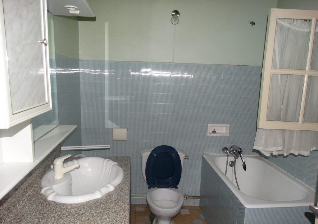 is 004 rieumes maison de village salle de bains wc