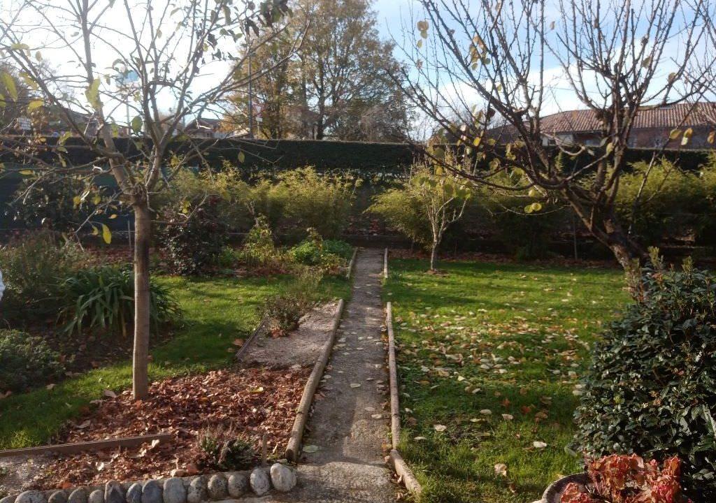 is 025 villa rieumes jardin