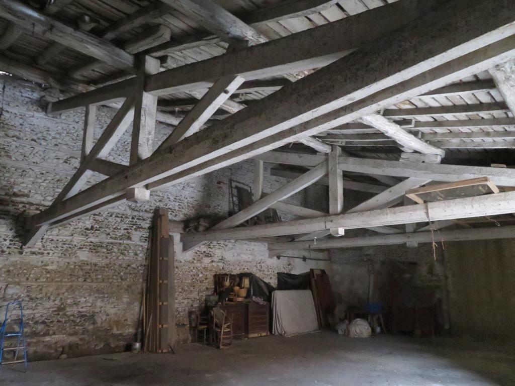 Rieumes Centre, grange 150 m² à rénover.