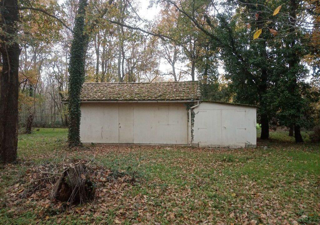 is 150 terrain lhem garage