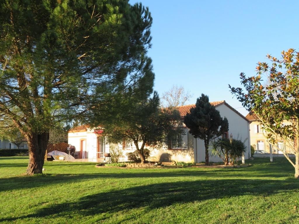 Rieumes, villa T4, 116 m² hab., sur 3000 m² de terrain.