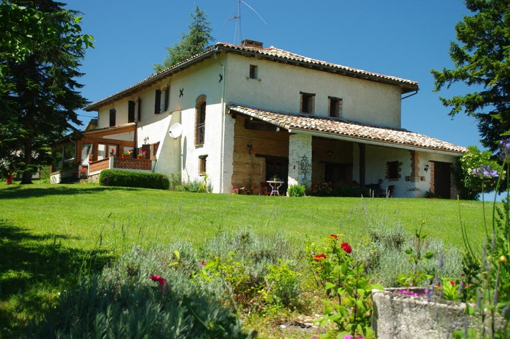 Mongaillard, 16 kms de Rabastens, (81) Maison de caractère 220 m², plus gîte 70 m², sur 2.8 ha.