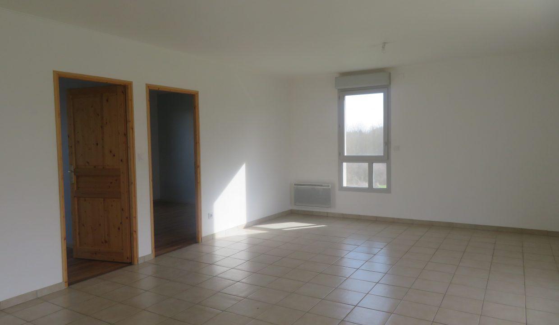 is 009 villa T3 canton de rieumes sejour 2