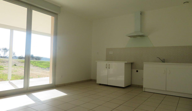 is 009 villa T3 rieumes cuisine 3