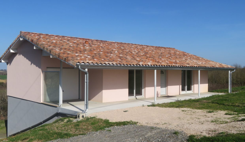 is 009 villa T3 rieumes facade principale