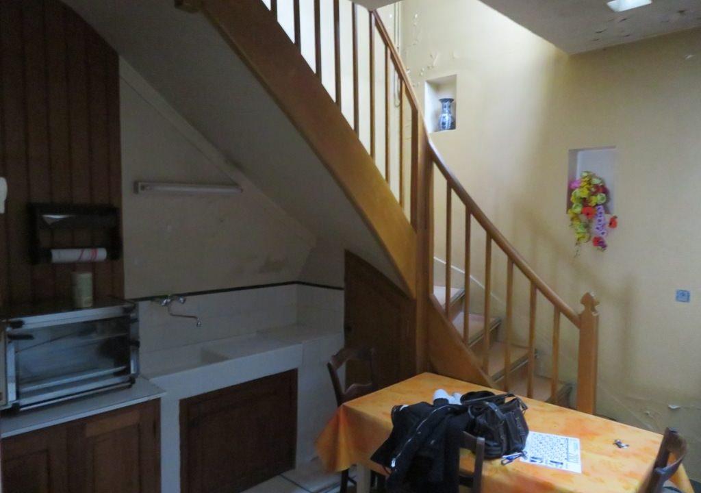 is 003 maison de village rieumes cuisine escalier 1